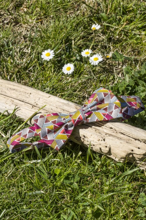 Noeud papillon prénoué imprimé triangles multicolores. Bayonne (64)