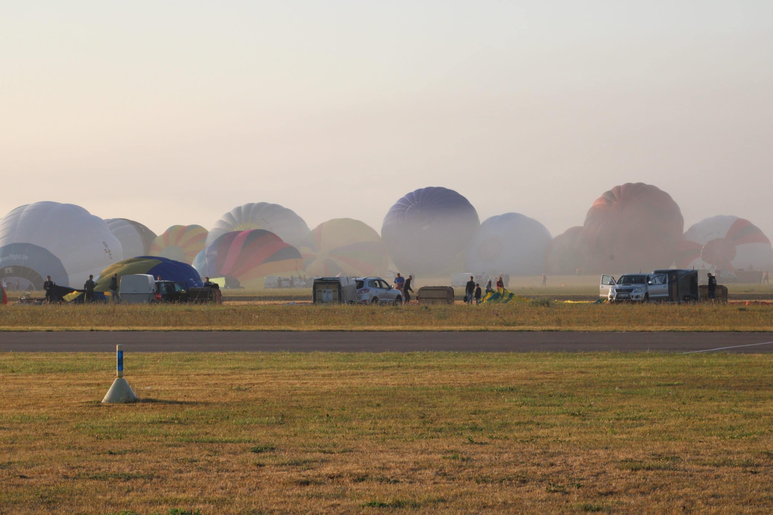 Les ballons des montgolfières se gonflent ? Chambley 2019
