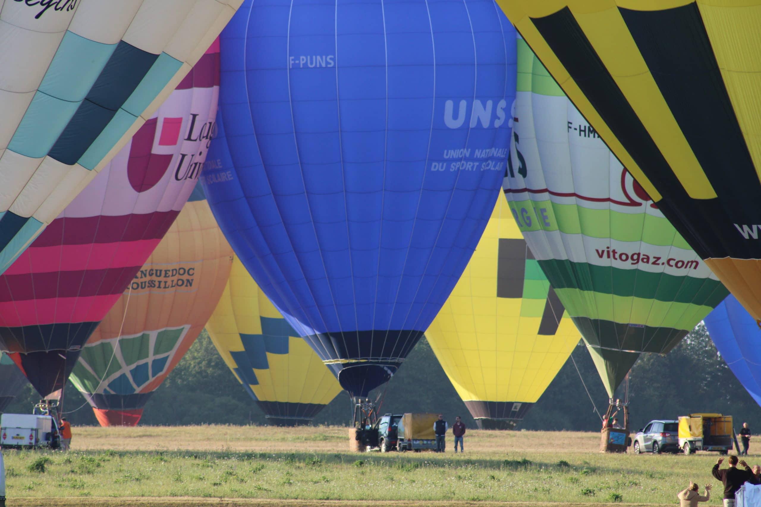 Les centaines de montgolfières se touchent pour l'envol record . Chambley 2019