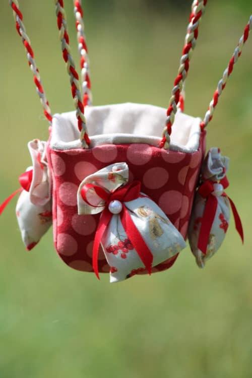 Nacelle en tissu pour une montgolfière de décoration Fées et Cerises. Atelier à Villefranque (64)
