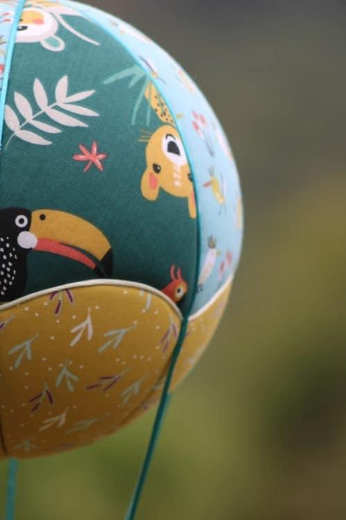 Tissu imprimé Animaux exotiques - Montgolfière de décoration. Atelier à Villefranque (64)
